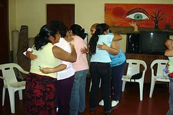 mujeres con VIH para que aprendan a combatir la enfermedad y la discriminación. Foto: Cielo Mejía