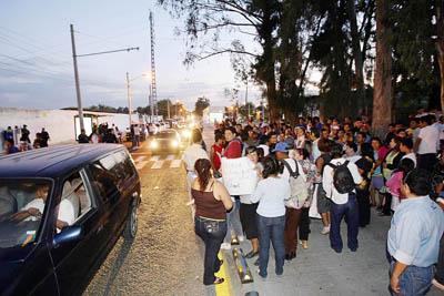 Protesta de vecinos en contra del Macrobús, el viernes pasado. Foto: Arturo Campos Cedillo, La Jornada Jalisco