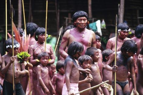 Indígenas yanomami en una de las aldeas de la selva amazónica. |Survival