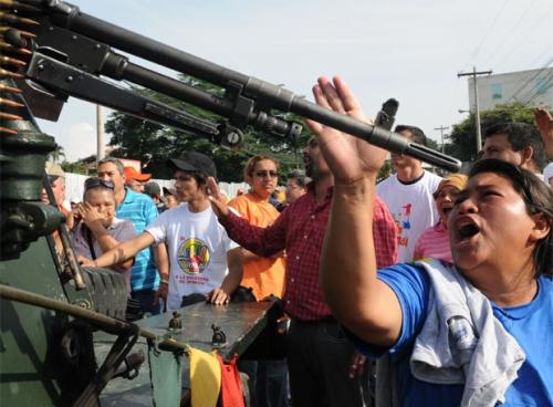 http://cronicadesociales.files.wordpress.com/2010/01/golpe-de-estado-honduras.png