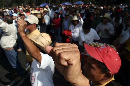http://cronicadesociales.files.wordpress.com/2010/05/maestros-en-lucha.jpg