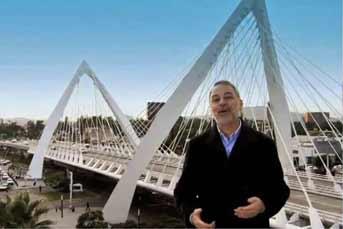 """El puente """"Atirantado"""" se ha convertido en escenario de videos y spots para el Sexto Informe de Gobierno.Foto: Archivo"""