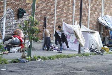 campamentos-improvisados-obstruyen-banquetas-vecinos_MILIMA20140907_0079_8